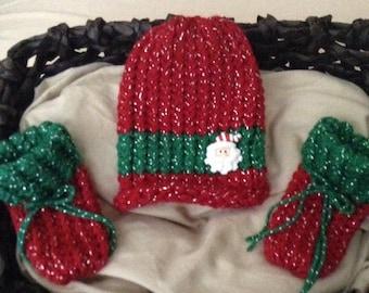 Christmas baby hat,Santa baby knit hat,Santa baby Booties,Santa Button baby hat,Newborn knit hat,Santa baby hat and booties, infant baby hat