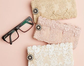 lace glasses cases. lace glasses pouch. french vintage lace glasses case. lace glasses case by Miss Rose Sister Violet.