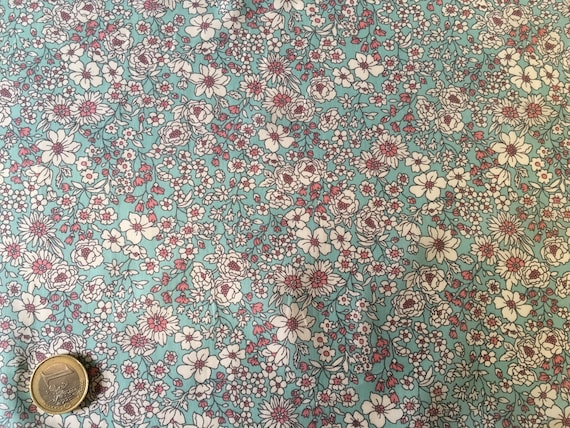 English Pima lawn cotton fabric, priced per 25cm. Flowers