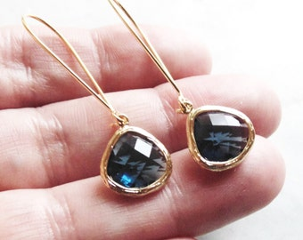 Sapphire glass earrings. Sapphire earring. Tear drop earring. Bridesmaids earrings. Wedding jewelry. Bridesmaid earrings. Dangle earrings. W