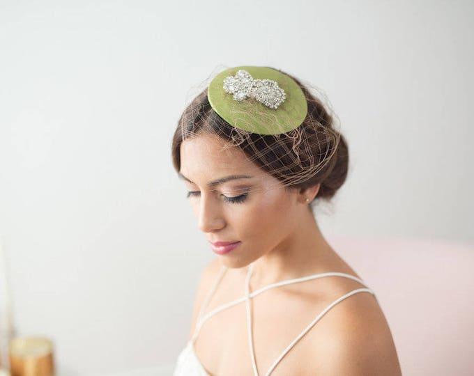 Green vintage veil hat, green factinator hat, veil hat, green bridal mini hat, bridesmaid hat, birdcage veil hat, birdcage veil hat