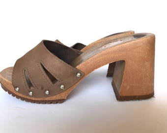 70's Suede Wedgie Platform Chestnut Mules 8, Brown Leather Sandal Clogs Studded 8, Hippie Boho Suede Mule Sandals, 8