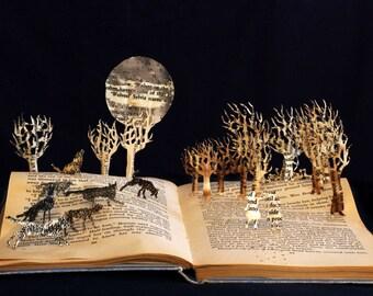 Lobos de Willoughby Chase - 5 x 7 tarjeta de felicitación de una escultura de libro alterado
