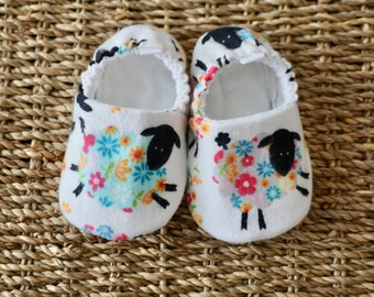 Sheep Baby Shoes, Crib Shoes, Soft Sole Baby Shoes, Baby Bootie, Baby Moccs, Baby Moccasins, Baby Booties, Baby Shower Gift, Baby Girl