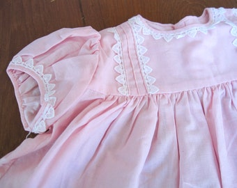 Vintage Baby Dress, 12-18 Months, Baby pink white lace hearts trim, Baby girl, vintage baby clothes