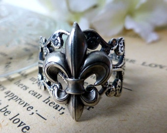 Fleur De Lis Silver Filigree Statement Ring
