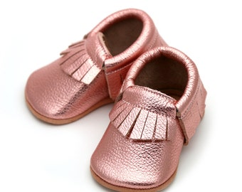 Metallic Rose baby mocs, rose gold moccasins for baby girls, rose baby leather shoes, crib shoes, baby shower gift,