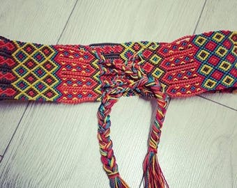 Belt made of macrame knots of vivid colors.