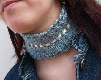 Grey green neckwarmer with cream ribbon