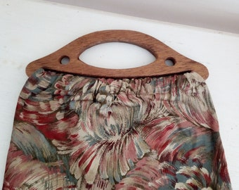 70s handbag with floral fabric and wooden handles