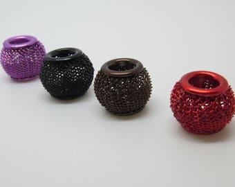 4 beads metal mesh, hole = 5 mm circular.