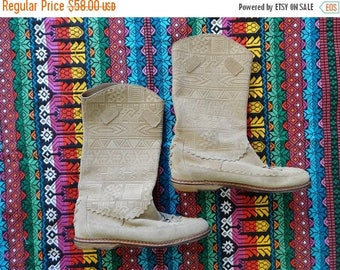 SALE Suede Moccasin Boots - Aztec Tribal Design - Tan Brown Leather - Vintage - Size 38 7.5