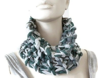 Knit Green Cowl, Mesh Cowl, Fashion Cowl, Winter Scarflette, Green Cowl, Knit Cowl