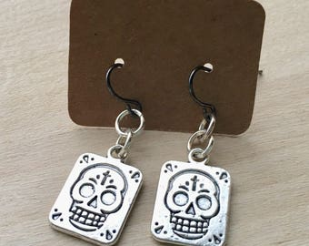Day Of The Dead Earrings//Sugar Skull Earrings//Short Dangle Earrings//Day Of The Dead Jewelry//Halloween Jewelry