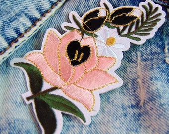 Flower Iron On Patch Pink Rose and White Daisy Sew on Embroidered Floral Applique for Custom Jackets & Clothing Ready to Use with Hot Fix UK