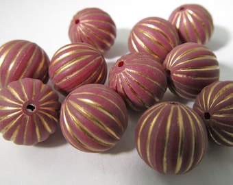 20 Vintage 12mm Gold and Wine Carved Lucite Beads Bd1469