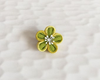 Lapel pin Plum flower LP015