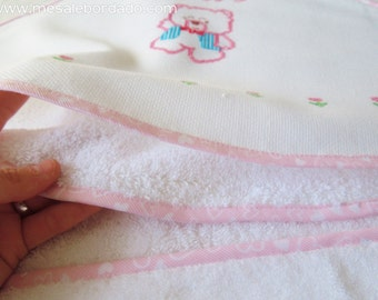Baby hooded towel, baby towel, baby shower gift, hooded towel, embroidered towel, bear towel, animals towel, bears baby, embroidered bears