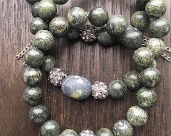 Green Serpentine Stone  stretch bracelets   chain accent