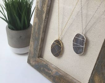 Agate necklace / long necklace /agate slice / gold necklace / raw stone necklace / statement necklace / bohemian jewelry / pendant necklace