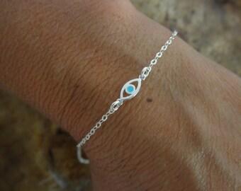 Bracelet Evil eye avec une touche d'argent émail