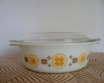 Pyrex Town and Country 1 1/2 Quart Casserole with Lid