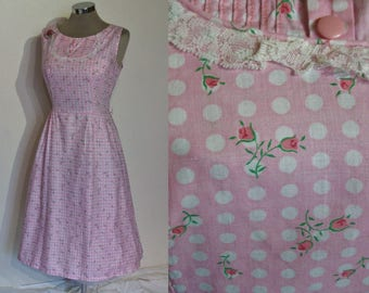 """Adorable 1950s print cotton day dress w/ polkadots and rosebuds! bust 40"""""""