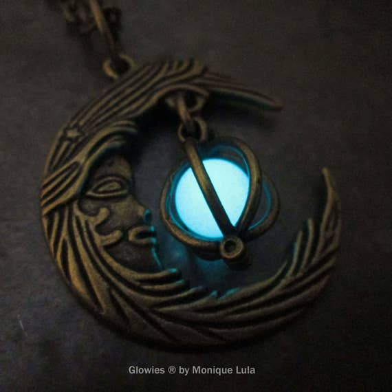 Glowing Moon Necklace Bronze