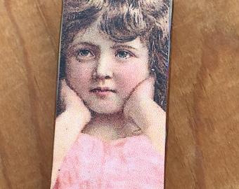 Magnet - Glass Tile with Vintage Girl Image