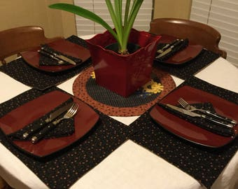 Placemats and  napkins. 4 piece set of placemats and  napkins
