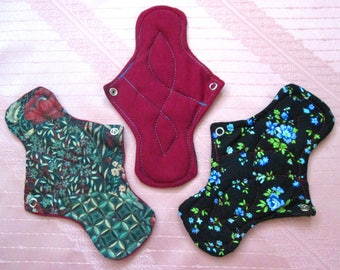 "2 MEDIUM cloth pads~ washable pads~ natural cotton pads~ healthy, eco friendly & reusable! 2 MEDIUM 22 cm / 8.5"" for light flow, flowers pad"