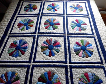 Amish Quilt - Dresden Plate Pattern