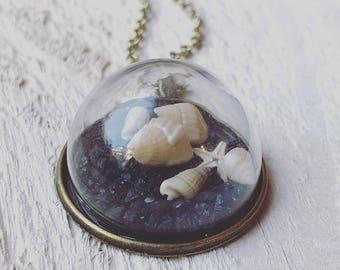 Chi Sea Shell vintage pendant necklace