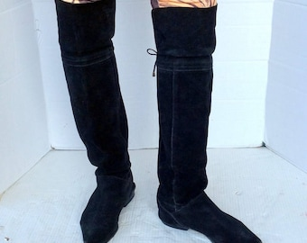 sz 8 b vintage flat black suede boots,thigh high-almond toe-drawstring at knee-fold down cuff-pull on-leather inside-walking boots