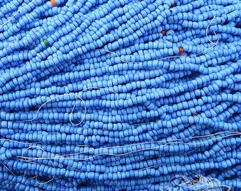 Size 11/0 Vintage Italian Seed Beads - Opaque Pale Periwinkle Blue