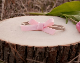 Baby felt bow headband or clip. Infant headband. Toddler headband. Girls headband. Light pink felt bow.