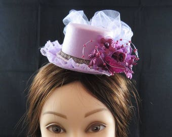 Elegant Light Purple Mini Top Hat. fascinator.