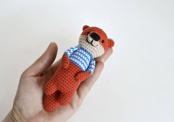 Crochet nutria lindo animal de la nutria de mar ganchillo
