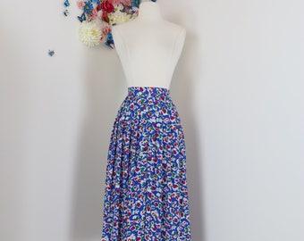 """1940s Style Skirt - Floral Pleated Midi - 1980s Full Flare Skirt - Blue White Red - Dancing Skirt - Size Medium 28"""" Waist"""