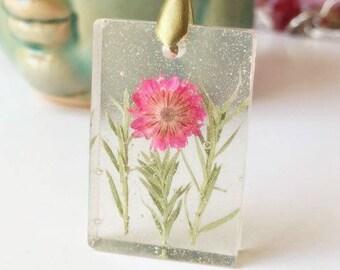 pink flower pendant, real flower pendant, floral pendant, resin pendant, resin jewelry, transparent pendant, dried flower pendant