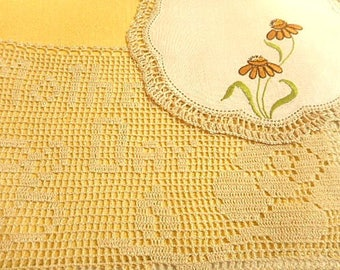 Vintage Mothers Day Embroidered Doily Set of Two  ~ Mothers Day & Daisy