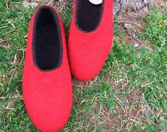 Wool boiled slippers Anniversaty gift Women felt slippers Valenki Wool shoes Felt clogs Red Purple Home shoes Slippers with mood