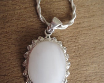"""Sterling Silver White MOP Oval Pendant Necklace 20"""" (2770)"""