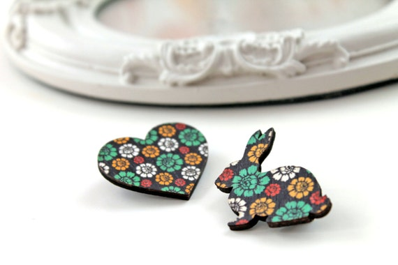 Bunny rabbit and heart wooden brooch set  vert flower flowery pattern