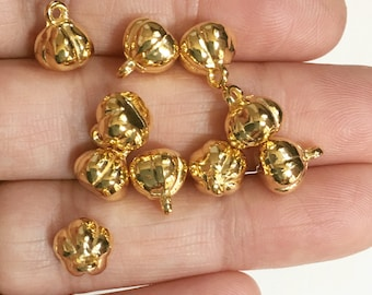 10 pcs of Gold tone pumpkin Charm 9x8x7.5mm, Gold tone pumpkin charm, alloy Halloween charm