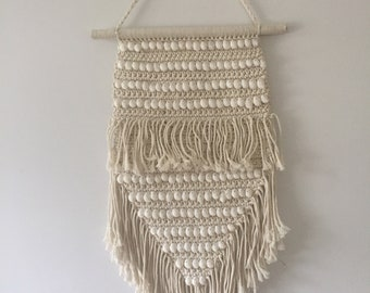 boho wall macramé with real shells