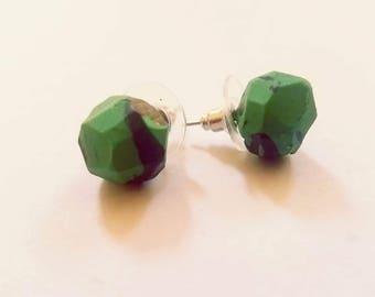 Green and black marble like geometric studs
