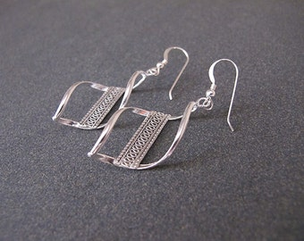Silver filigree earrings, dangle  earrings, Drop earrings, Yemenite earrings, Israeli jewelry, Ethnic earrings, gift for her
