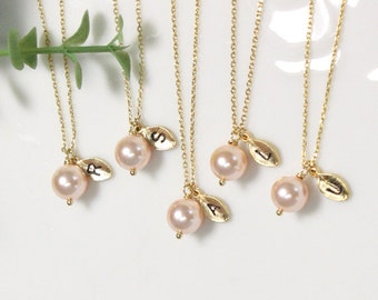 Set of 4,5,6 bridesmaid gift, Leaf initial, peach pearl necklace,Personalized necklace, Swarovski Pearl necklace
