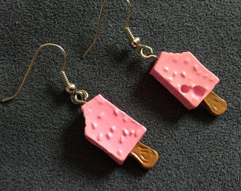 Mini earrings vanilla ice cream Strawberry stick, resin/vanila strawberry icecream earrings, bones vainilla helados con fresa
